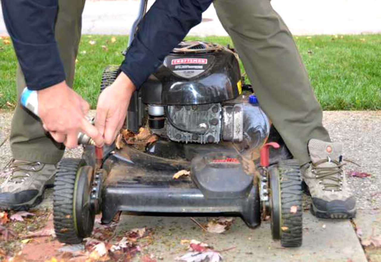 Mower Maintanence Spray Wheels